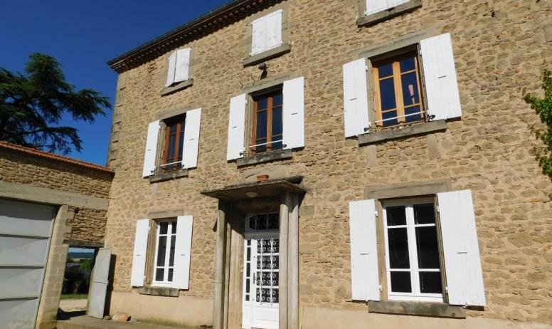 Spacious house with terrace & Wifi, holiday rental in Chateauneuf-de-Galaure