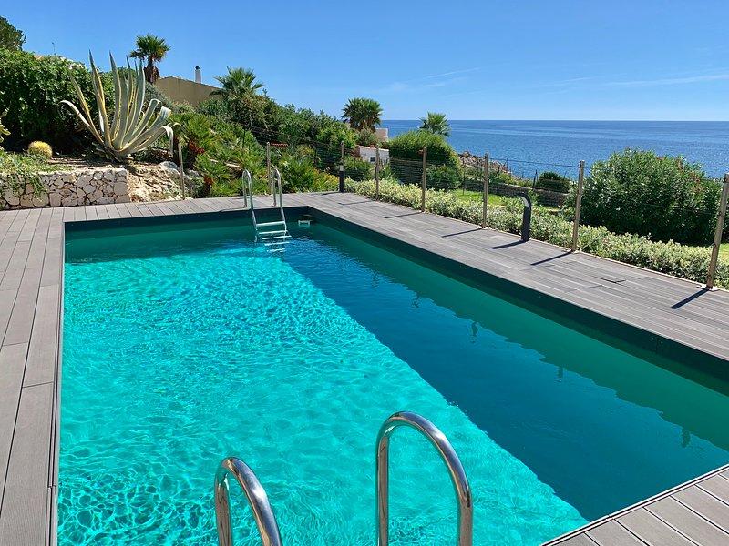 Villa Luce, sea front Villa with private access, pool and wi fi, location de vacances à Plemmirio