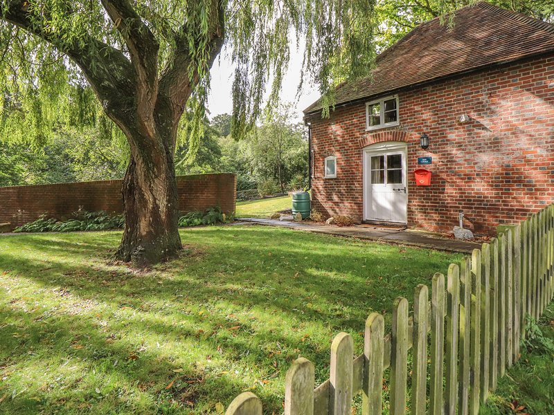 Weir Cottage, Hollingbourne, holiday rental in Egerton