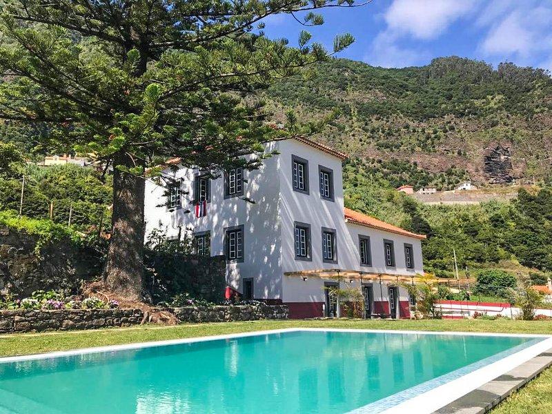 Casa Oliveira Esmeraldo COE São Vicente Madeira Casa Antiga Guest House Grutas Piscina Montanha Mar