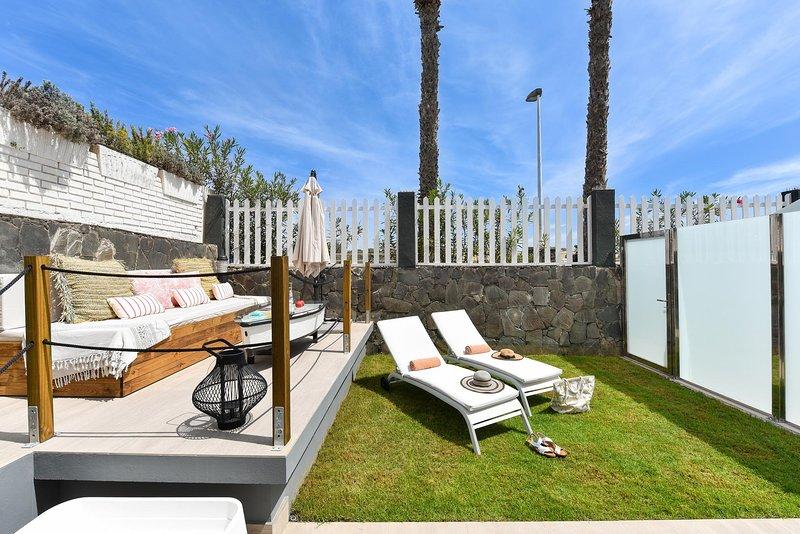 Maspalomas Beach apartment La Charca III, holiday rental in Meloneras
