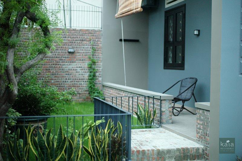 jardín privado y terraza