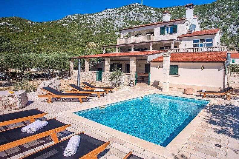 Villa My Stone avec piscine privée, table de billard, tennis de table et terrain de bowling