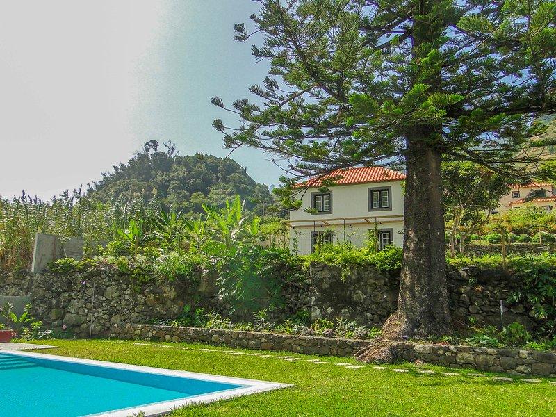 Casa Oliveira Esmeraldo Casa do Lagar Front view Pool Mountain Piscine