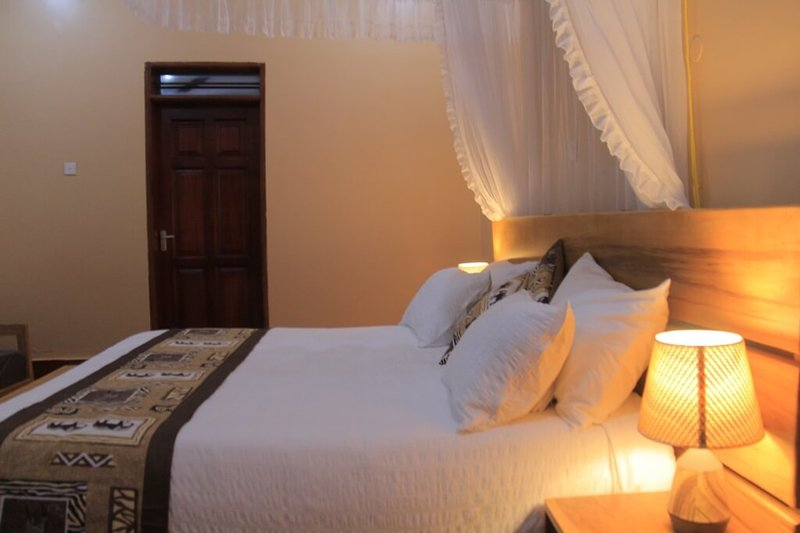 Kisubi Queen Cottage 1, holiday rental in Bwerenga