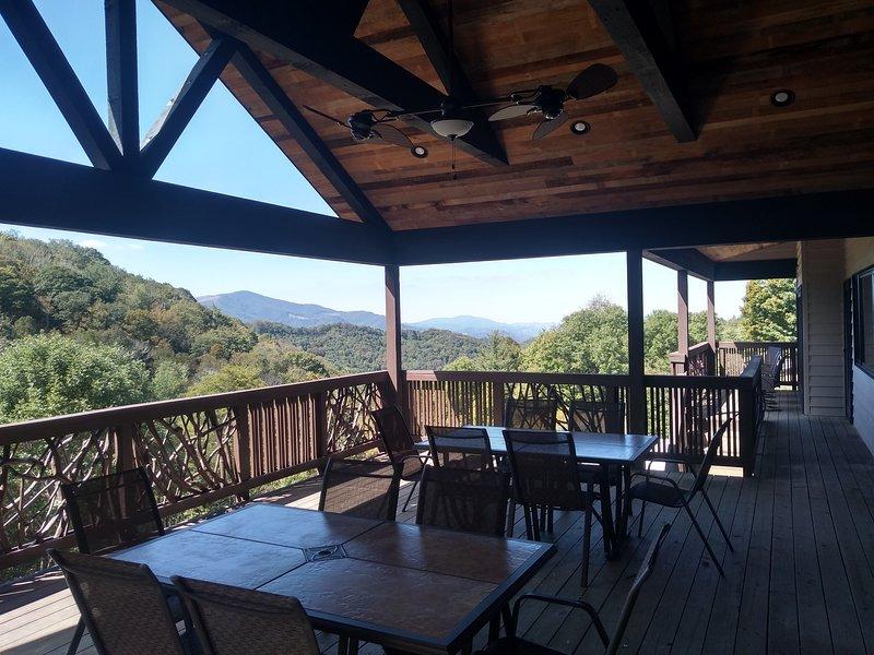 Hawks View Lodge, holiday rental in Banner Elk