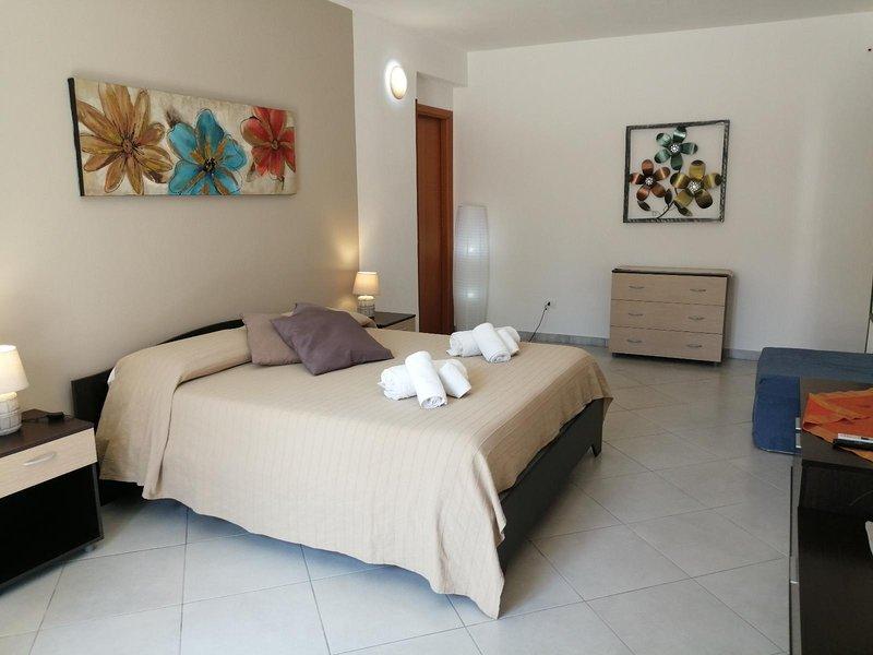 Camera Familiare 5 pax non rimborsabile, vacation rental in Petrosino