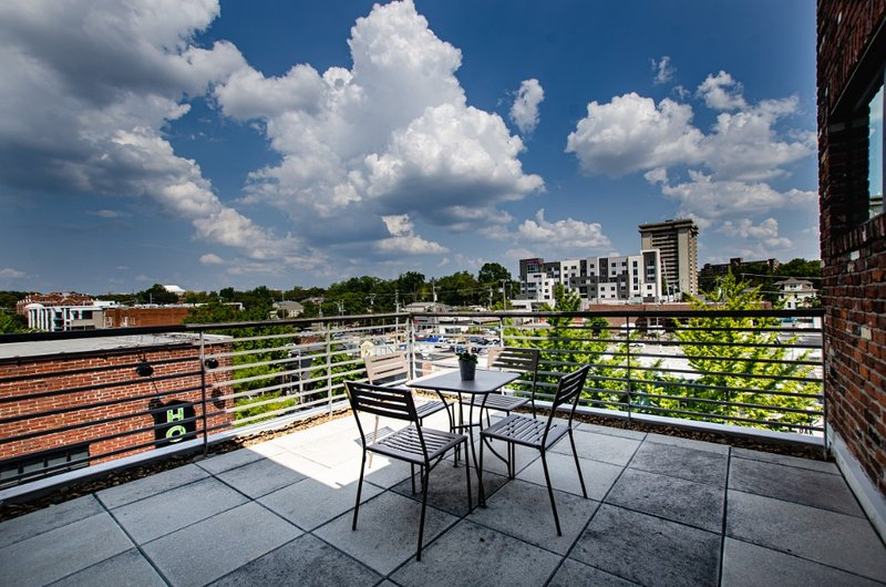 Luxury 2BR Close to Shops & Dining, holiday rental in Nashville