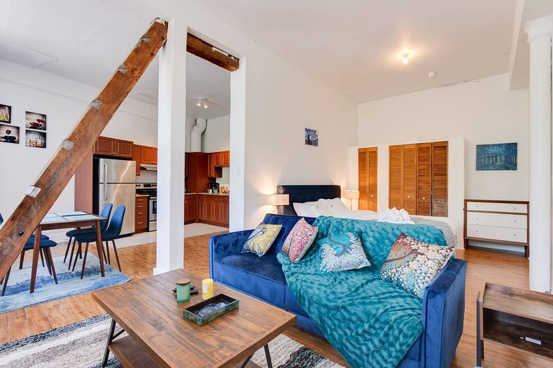 OLD MONTREAL Mystique LOFT | Avenoir, vacation rental in Saint-Lambert