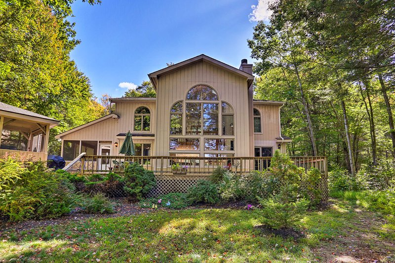Superb Pocono Lake House w/ Private Beach & Dock!, vacation rental in Pocono Lake