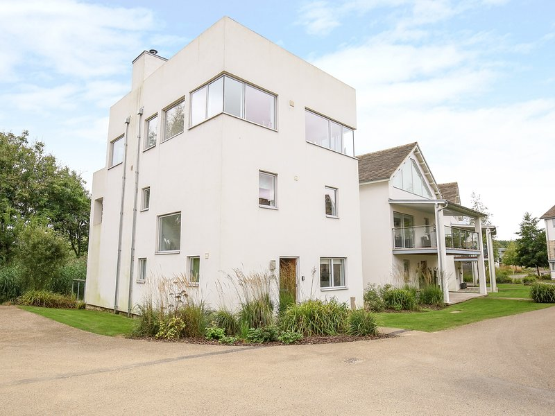 The Skydeck, Cotswold Water Park, holiday rental in Crudwell