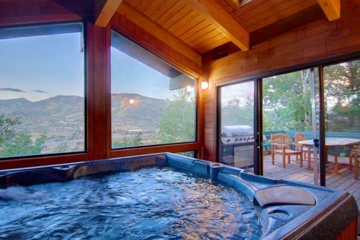 Dog Friendly Private Home - Best Steamboat Views! Hot Tub, Amazing Deck, Wood Fi, location de vacances à Oak Creek