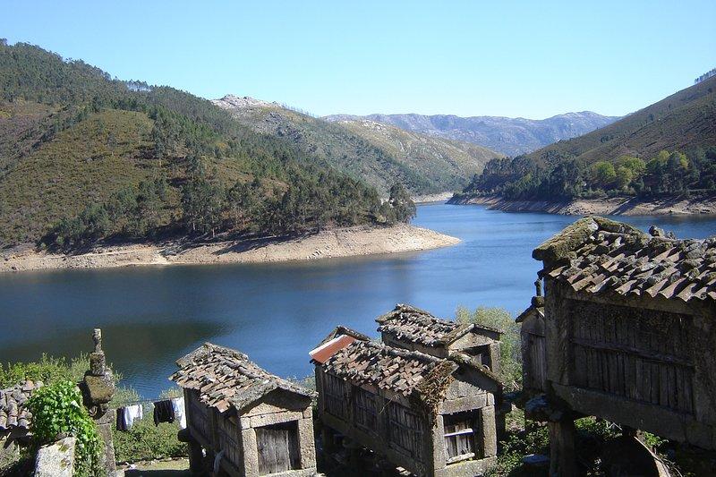 Vista a la presa de Lindoso