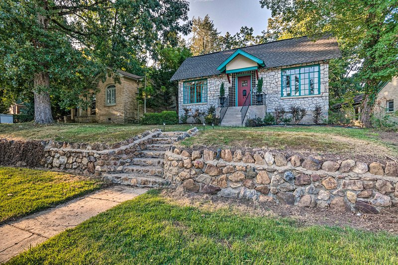 Dit huis met 2 slaapkamers en 1 badkamer ligt op slechts enkele minuten van het nationale park Hot Springs.