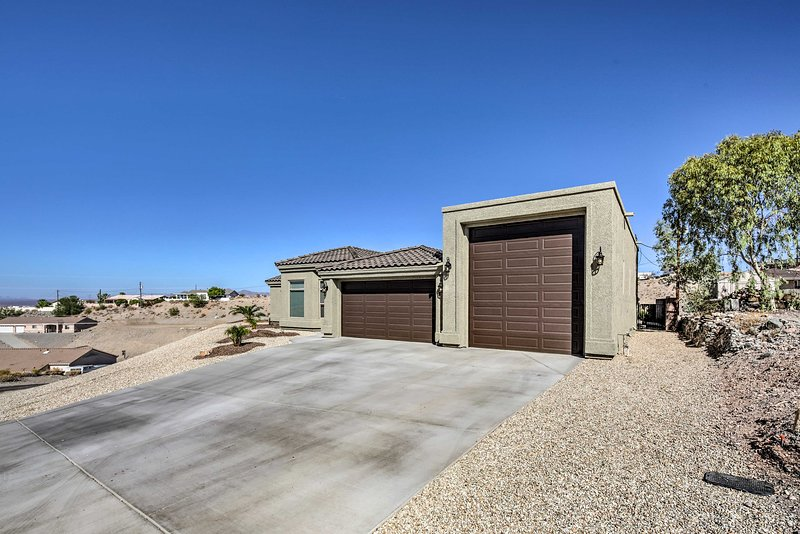 Have the Havasu trip of your dreams with this high-end home!
