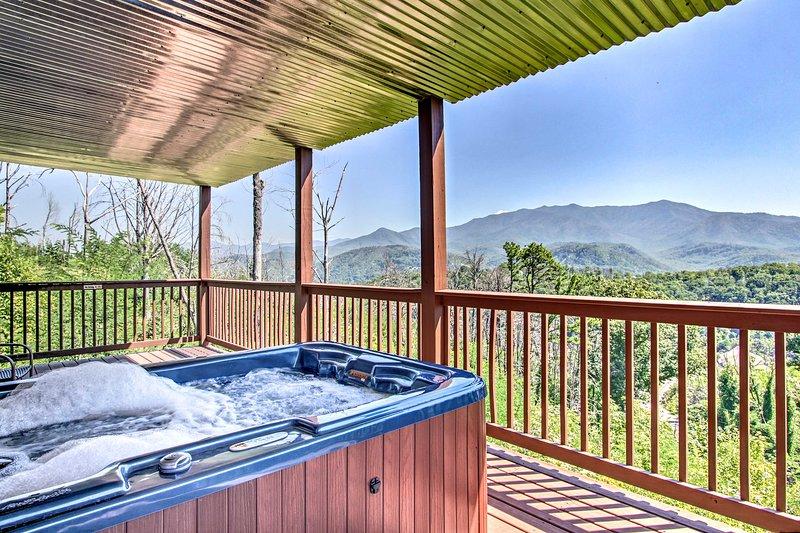Elimine sus preocupaciones en esta cabaña de 2 dormitorios y 2 baños en Gatlinburg.