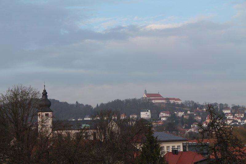 Vista del Frauenberg con monastero dalla cucina e camera da letto 1