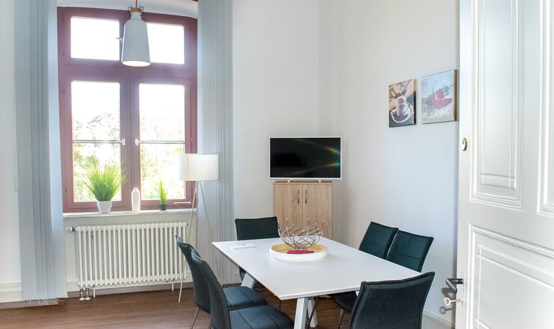 ❤️ Wohnung in TOP-Lage | Direkt am Bahnhof, holiday rental in Sinsheim