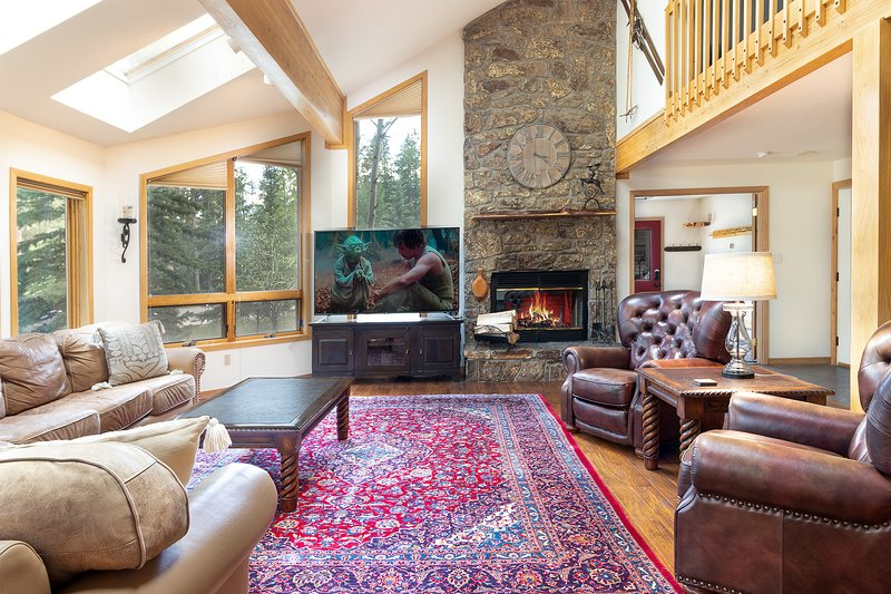 Vaulted ceiling. Large TV. Fireplace.