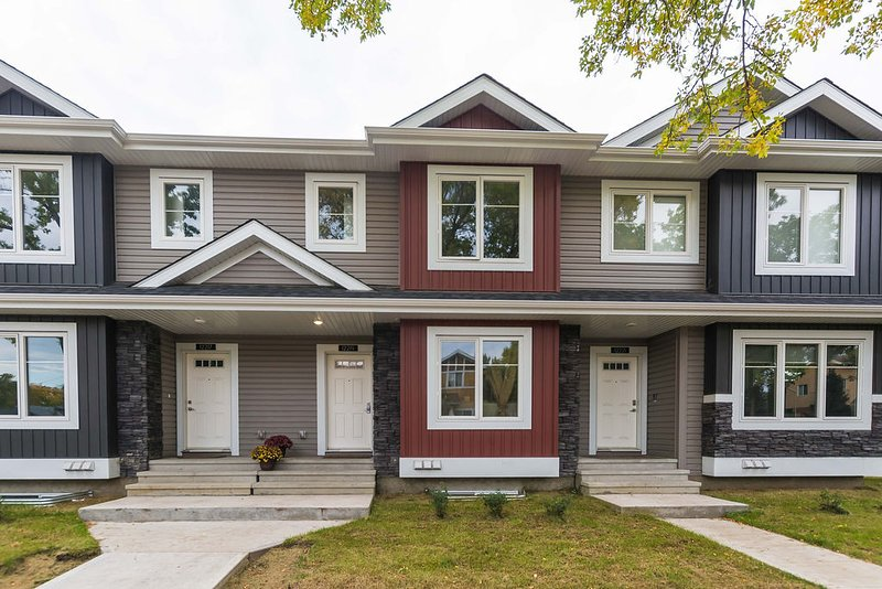 Brand New Stylish Townhome close to Downtown, holiday rental in St. Albert