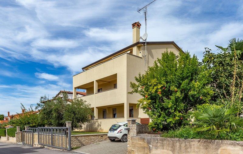 Villa Jurisevic A2+1a, location de vacances à Porec