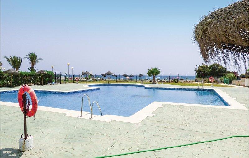 Nice home in Playas de Vera with Outdoor swimming pool, Outdoor swimming pool an, holiday rental in Palomares