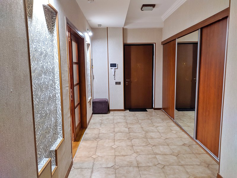 Spacious and modern apartment in the city., holiday rental in Daghlig Shirvan Region