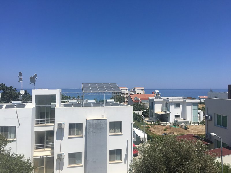 Apartment of 70 m2 at 200 m. From the sea. The beach is sandy and pebble., location de vacances à Edremit (Trimithi)