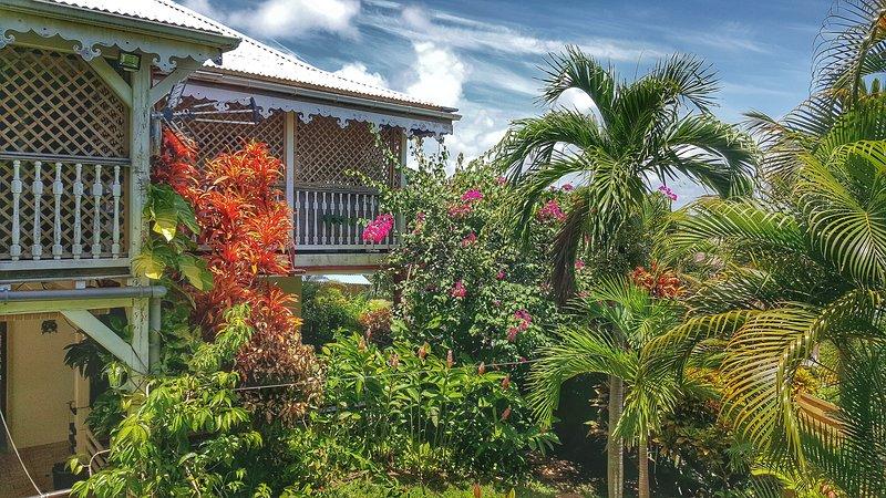 Villa Fleurs des Iles, belle villa créole avec piscine à 5 mn de la Pointe Faula, holiday rental in Le Vauclin