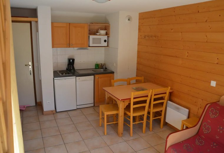 Apartment - 100 m from the slopes, holiday rental in Bramans