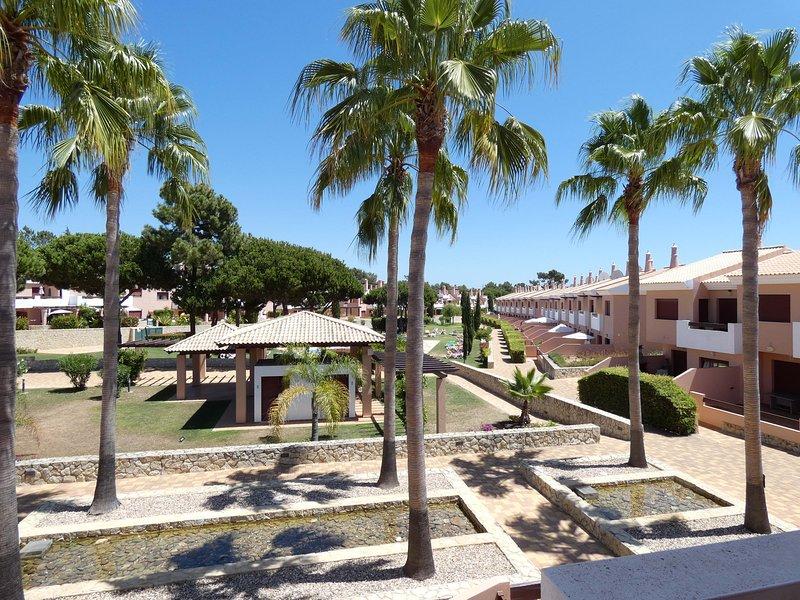 Splendida vista su giardini e fontane dalla terrazza al piano superiore!