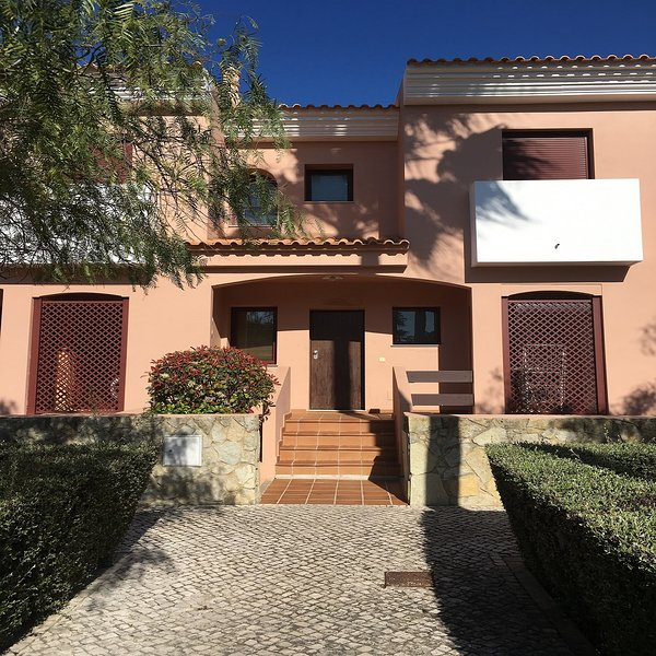 Spacious townhouse in 5 star resort, holiday rental in Vilamoura