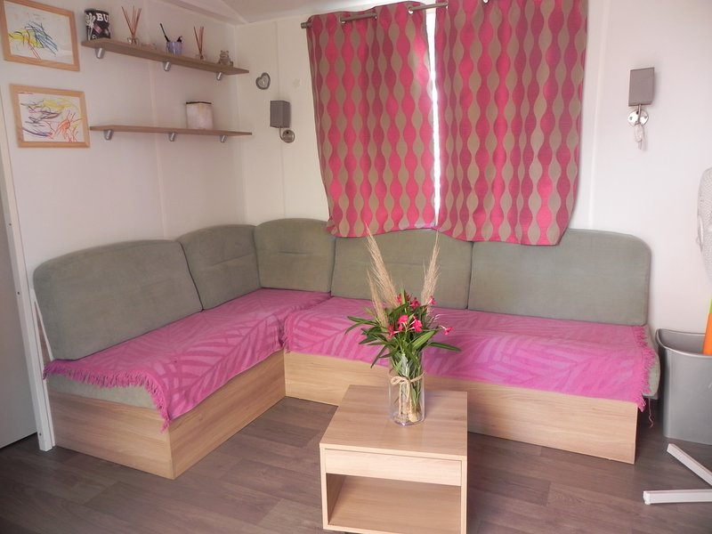 Mobilhome Camping 4 etoiles, holiday rental in Lattes