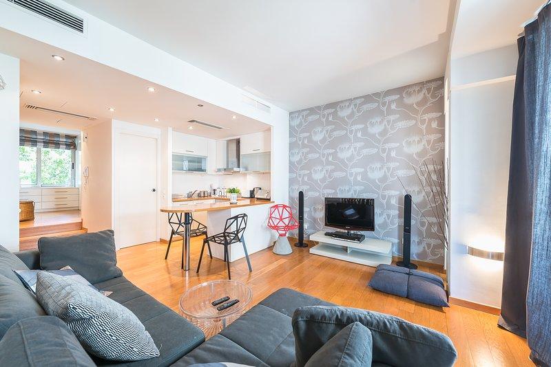 Adelos Design Apartment In Kolonaki Athens, holiday rental in Zografou