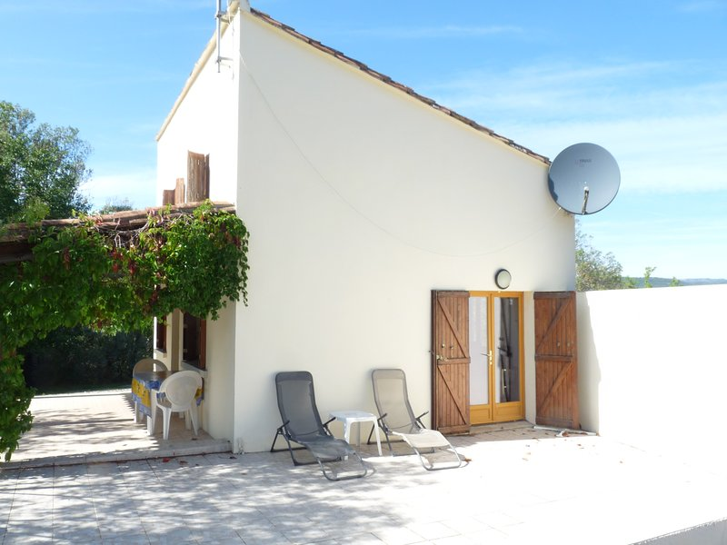 Le Pigeonnier, independent house with heated pool in rural setting, holiday rental in Cabrieres
