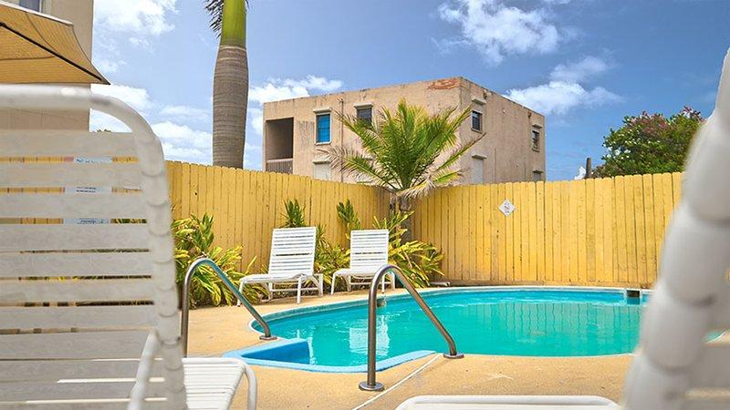 Hacienda del Mar #2 - Spacious Townhome, 1/2 block from the beach, WiFi, location de vacances à Île de South Padre