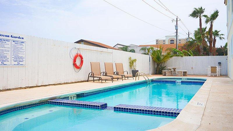 Ocean Garden 3 - Awesome 2 Bedroom Condo, Walk to the Beach, location de vacances à Île de South Padre