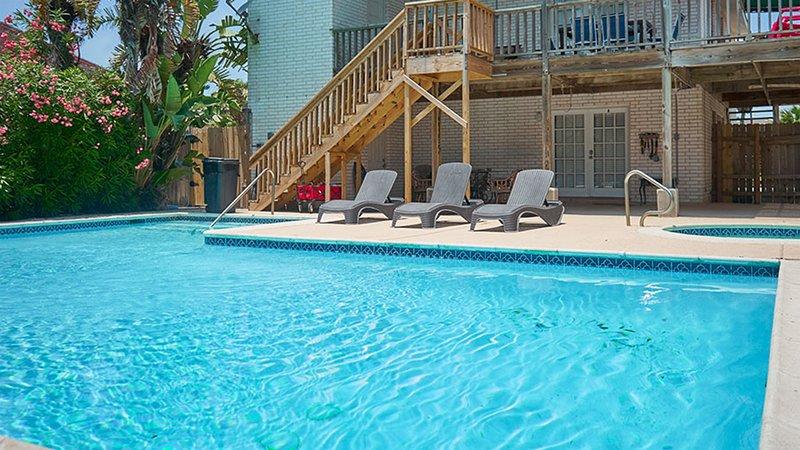 Casa Mezquite A - Awesome 2 Bedroom Condo, Walk to the Beach -  PadreVacation, location de vacances à Île de South Padre