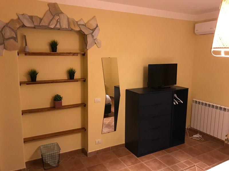 Il Borghetto di San Giuseppe Etna Rooms & Apartments, holiday rental in Nicolosi