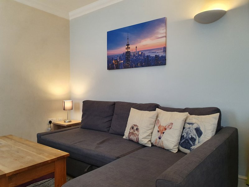 Modern 1 Bed in Old Town. Ideal for Food & Drink!, holiday rental in Swindon