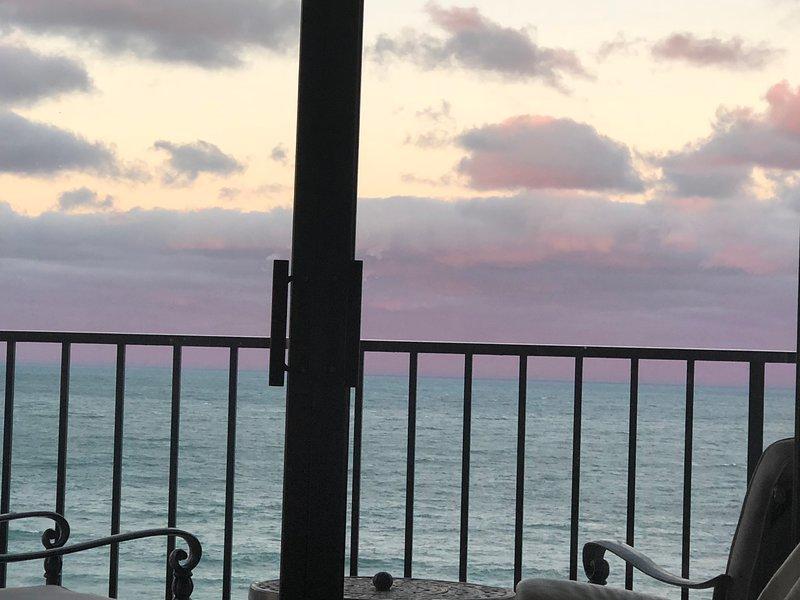 Beautiful Sunrise, Sunset and Ocean Views, location de vacances à Hutchinson Island