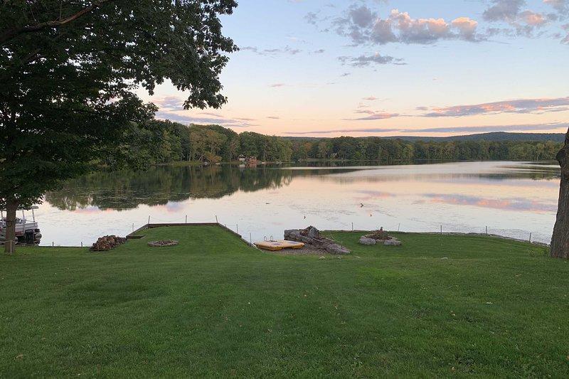 ¡La aventura abunda en esta excelente ubicación frente al lago!