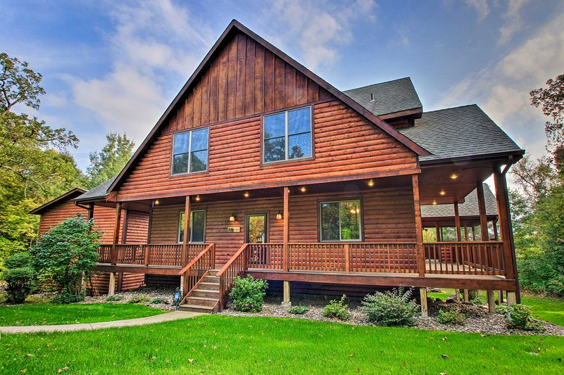 Lakefront Cabin in Pequot Lakes w/ Private Dock!, holiday rental in Pine River