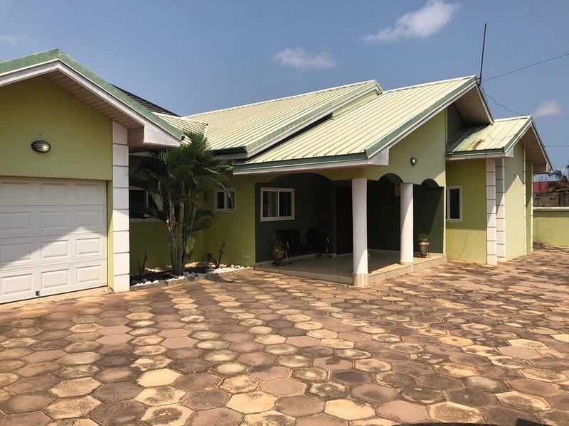 Eunice Court, 3 bedroom house, East Legon, Accra, alquiler vacacional en Legon