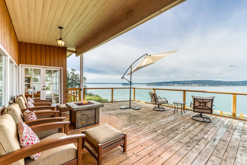 Dog-friendly home with stunning bay views, wood stove & outdoor firepit!, vacation rental in Camano Island