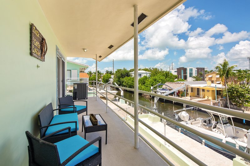New listing! Spacious canal front home w/room for boat & easy ocean access., alquiler de vacaciones en Sunset Point