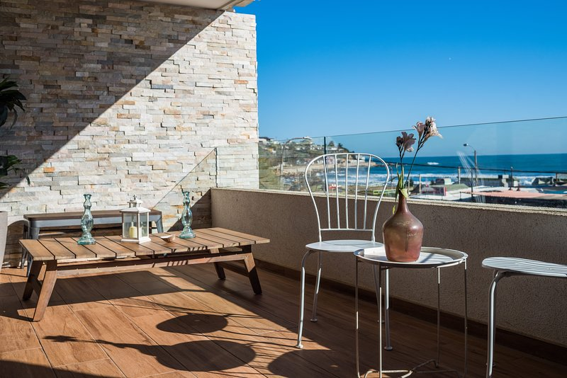 Front Beach Apartment -1BD/BR with Ocean View  & Wifi, vacation rental in Maitencillo