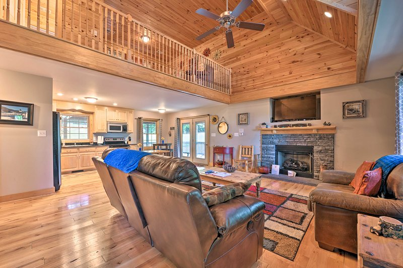 'A Bit of Heaven' Cabin - 12.4 Mi from Boone!, holiday rental in Deep Gap