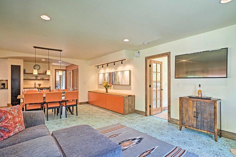 ¡Con 1,300 pies cuadrados de espacio habitable, la casa puede albergar hasta 6!