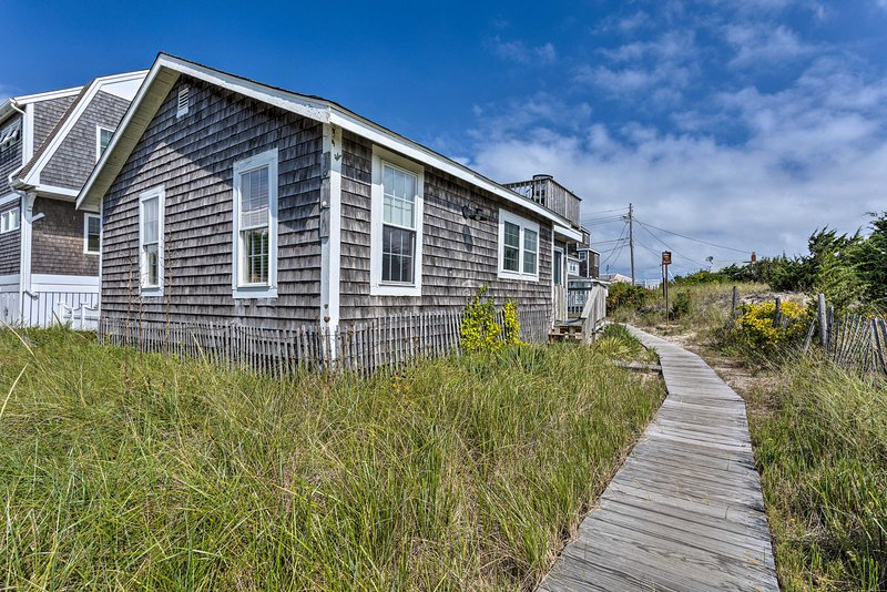 Plymouth Cottage w/ Deck, Grill & Ocean Views, vacation rental in Manomet